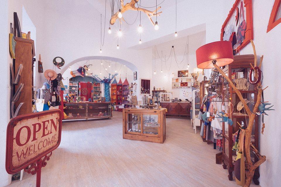 o-voo-da-andorinha-designer-store-lisbon