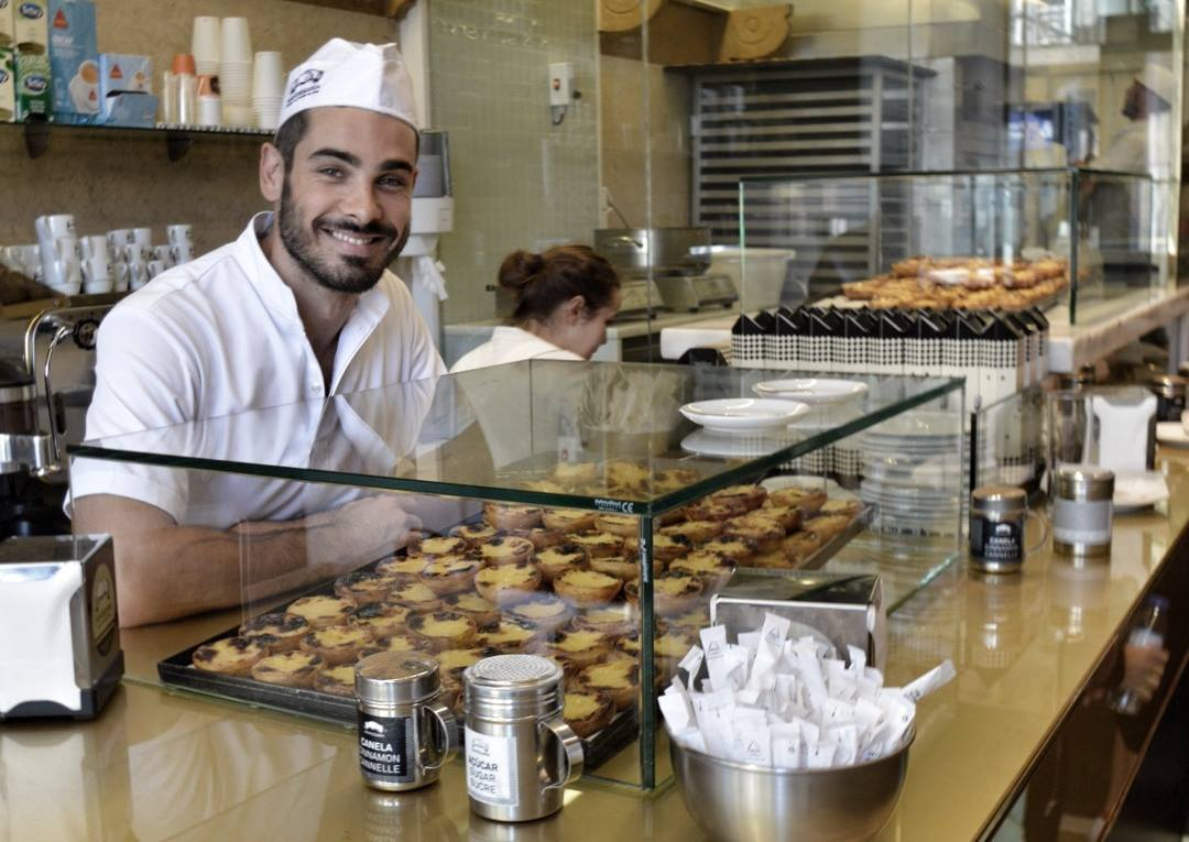 Employee of Manteigaria - One of the best natas store in Lisbon