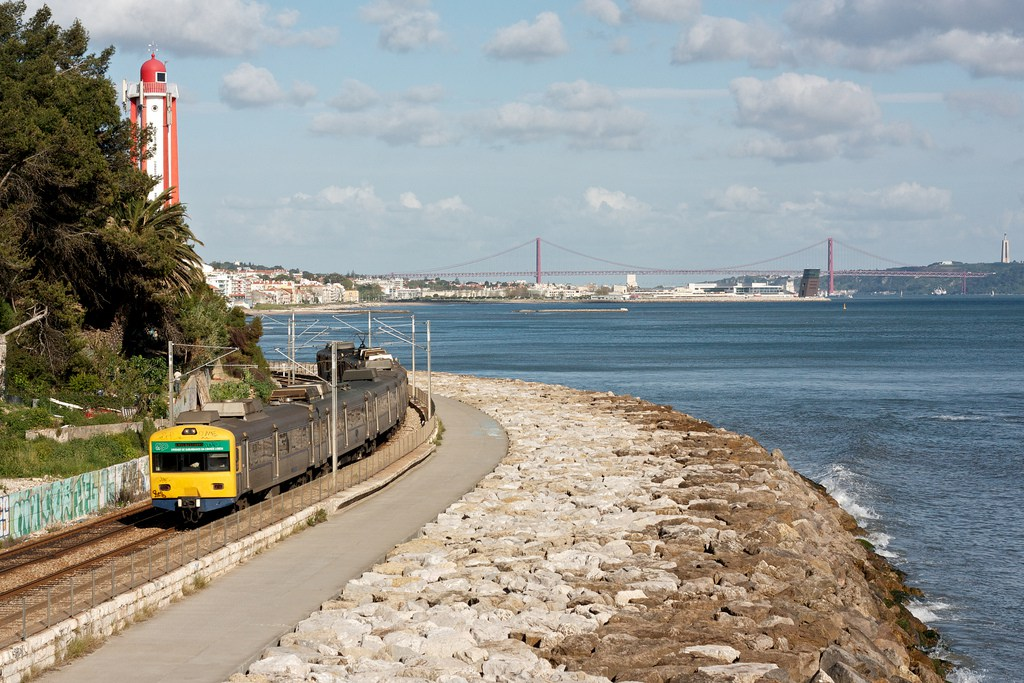 Lisbon Train - Cascais Line - flickr photo of Nuno Morao