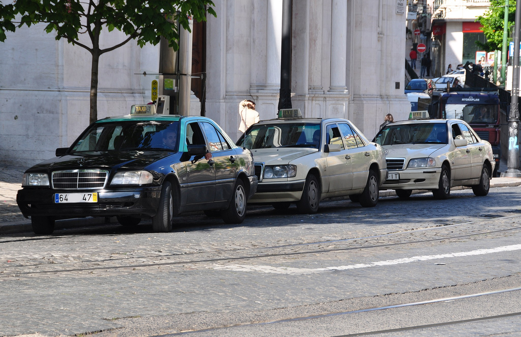 Lisbon taxis - flickr photo of baffalie